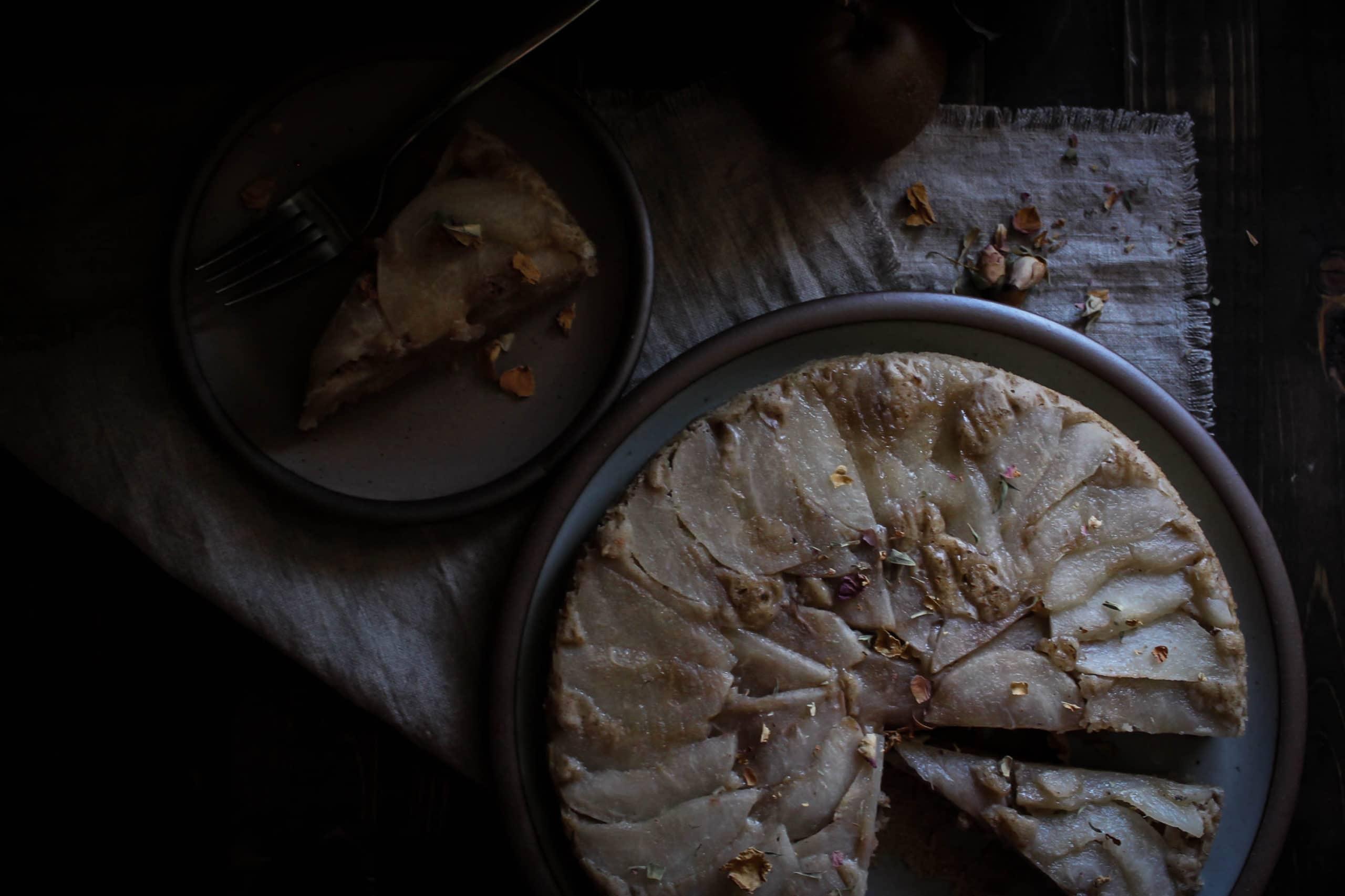 cinnamon-rose Asian pear upside-down cake (vegan & free of refined sugar)
